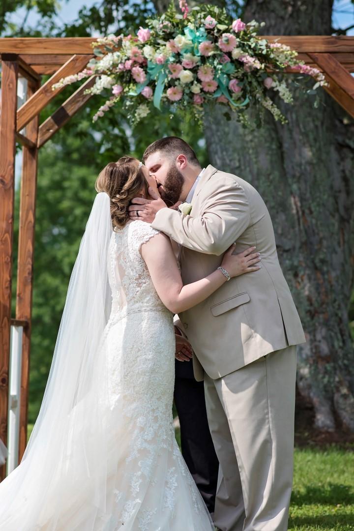 Madison+Austin_Wedding_SneakPeek_18 (Large).jpg