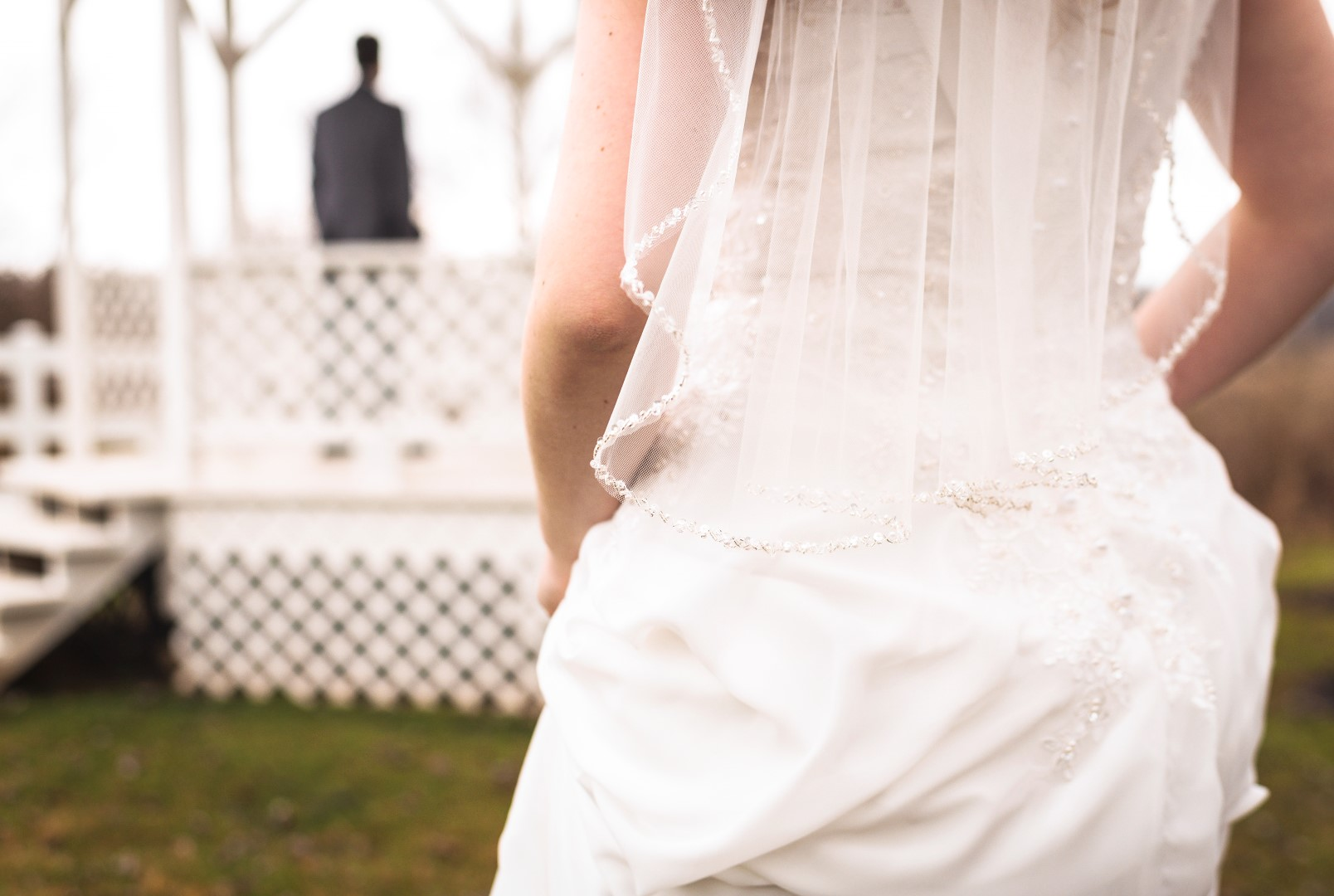 Bates_Roberts_Wedding_SneakPeek_08 (Large).jpg