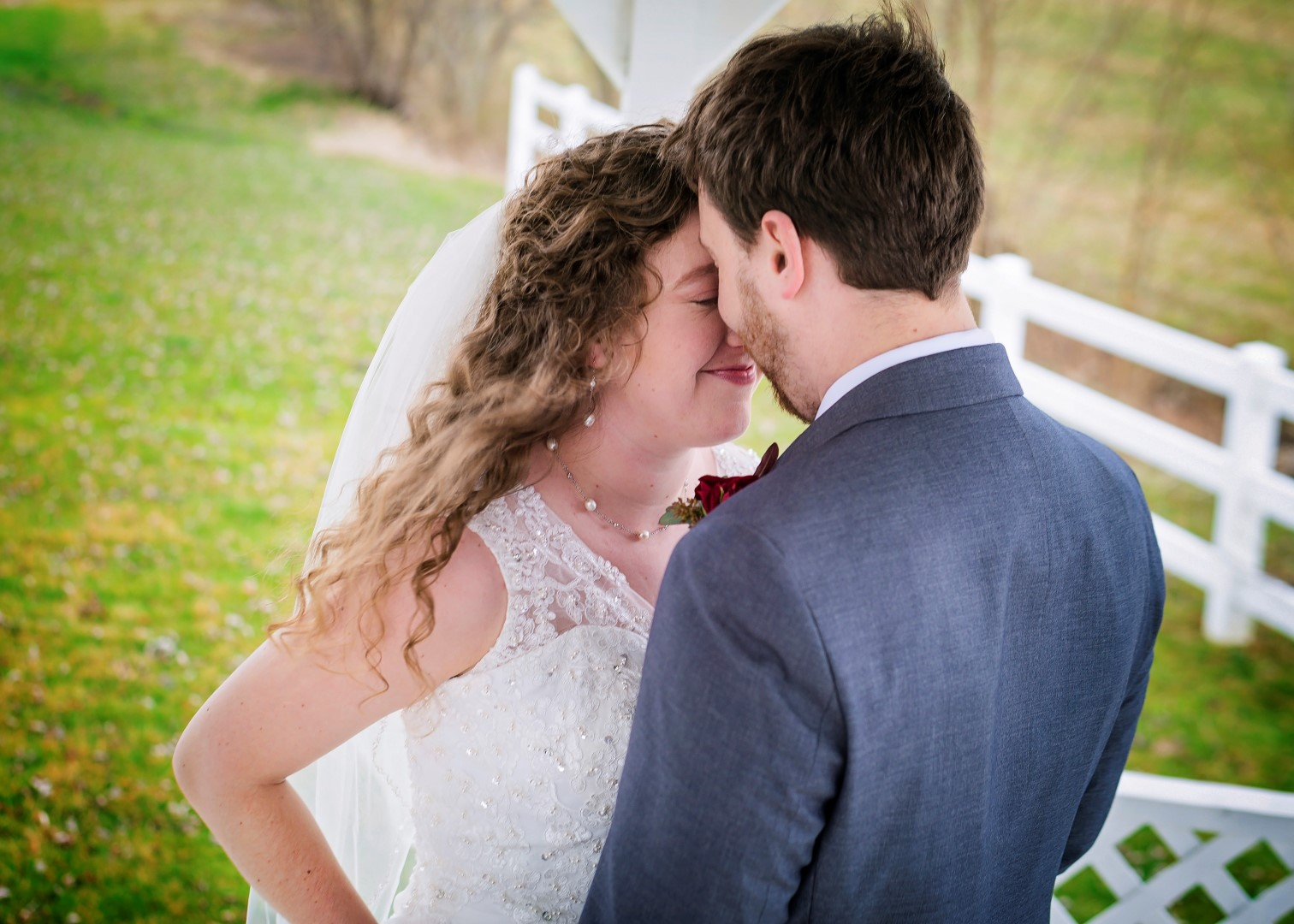 Bates_Roberts_Wedding_SneakPeek_11 (Large).jpg
