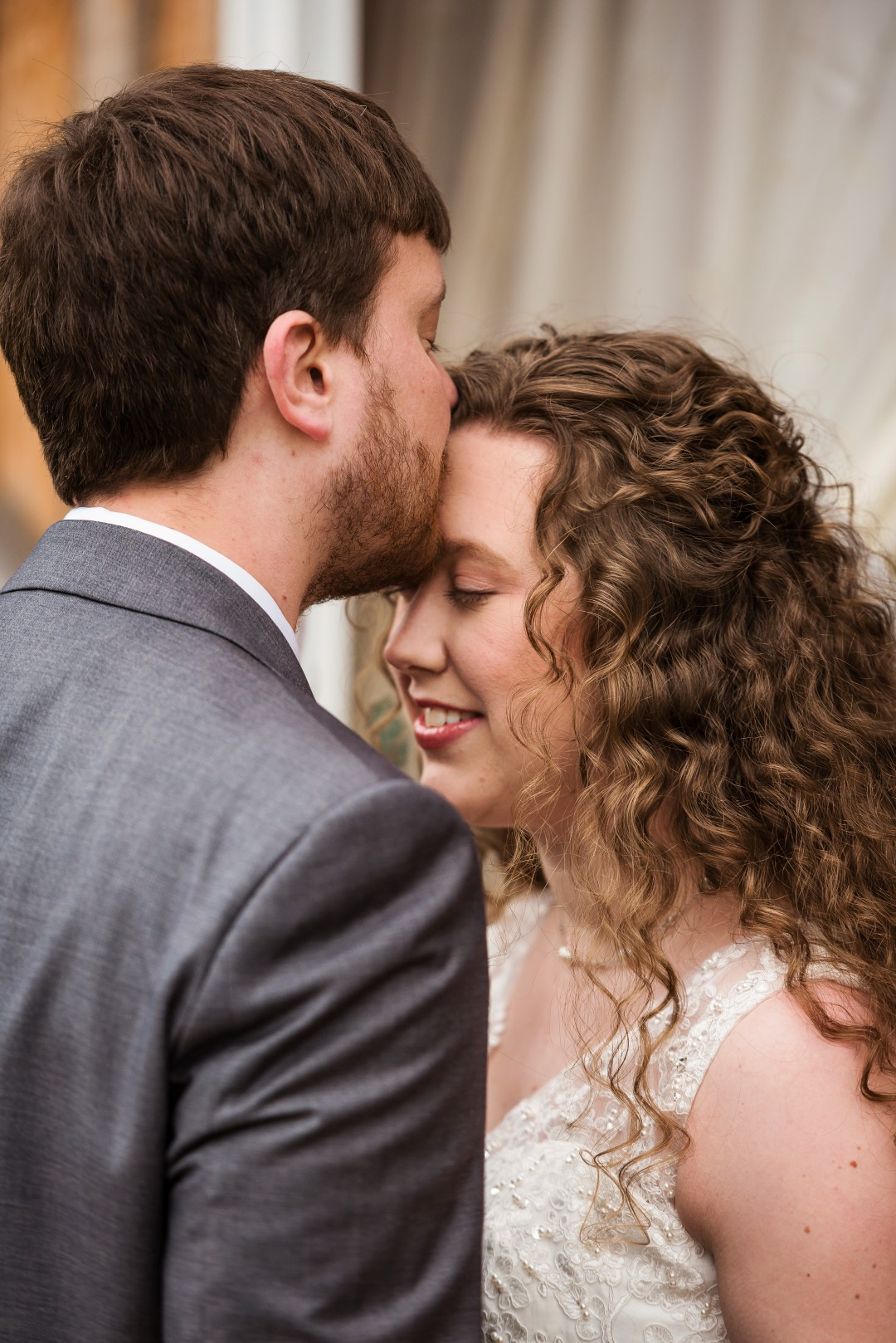 Bates_Roberts_Wedding_SneakPeek_29 (Large).jpg