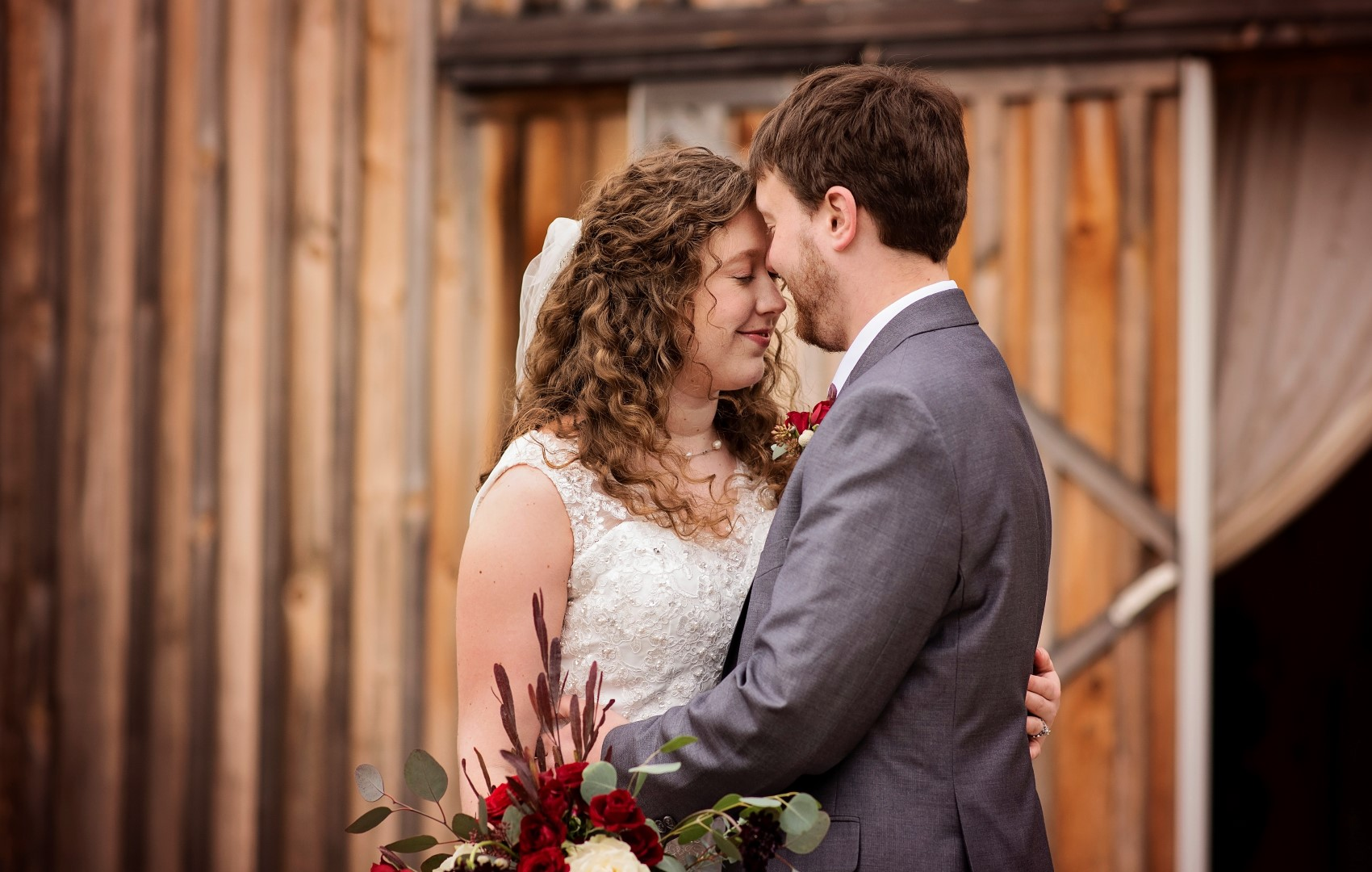 Bates_Roberts_Wedding_SneakPeek_37 (Large).jpg