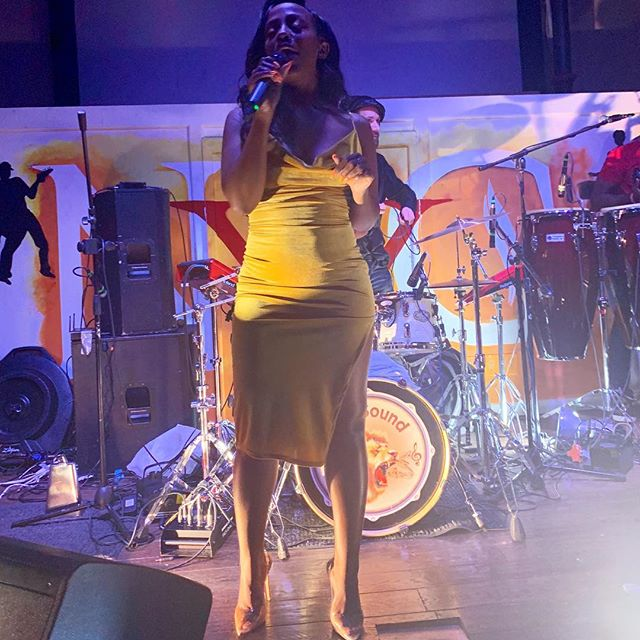 I could run my mouth for a living 😏 (why does it look like I'm singing? Lol) Shoutout to @phyllisiaross and @karizmanyc for their amazing performances and a good excuse to wear this dress! It was a good time 💃🏾🥳 Sr. Marie, tell your son, don't be shy, come say hi 😉