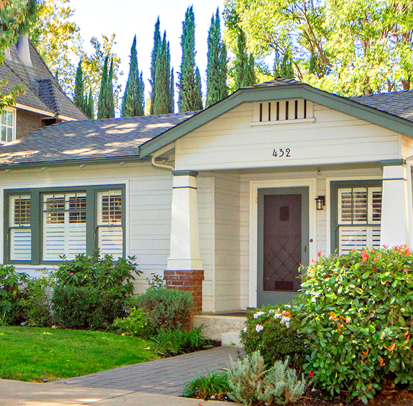 432-33rd-St-Sacramento-CA-large-002-Front-of-Home-sq.jpg