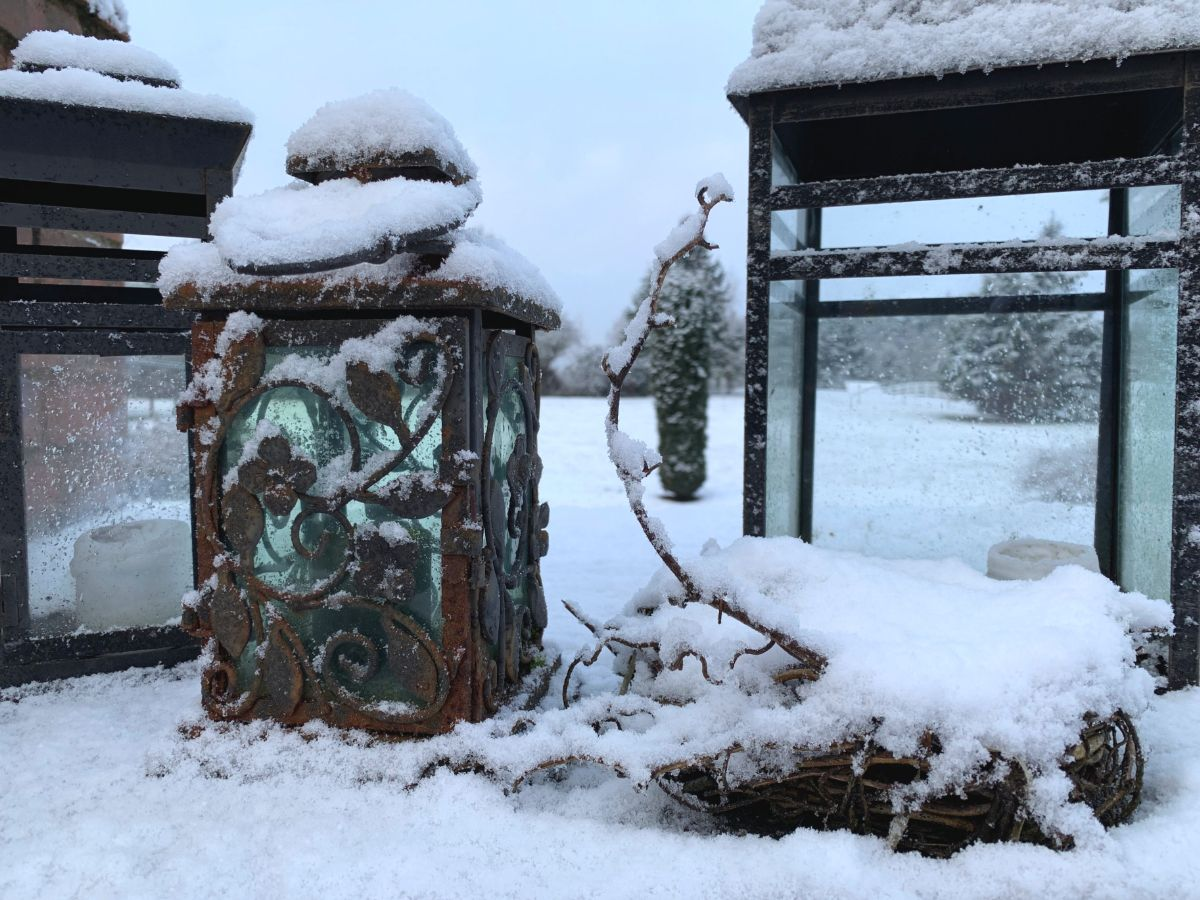 SnowCoveredLanterns.jpg