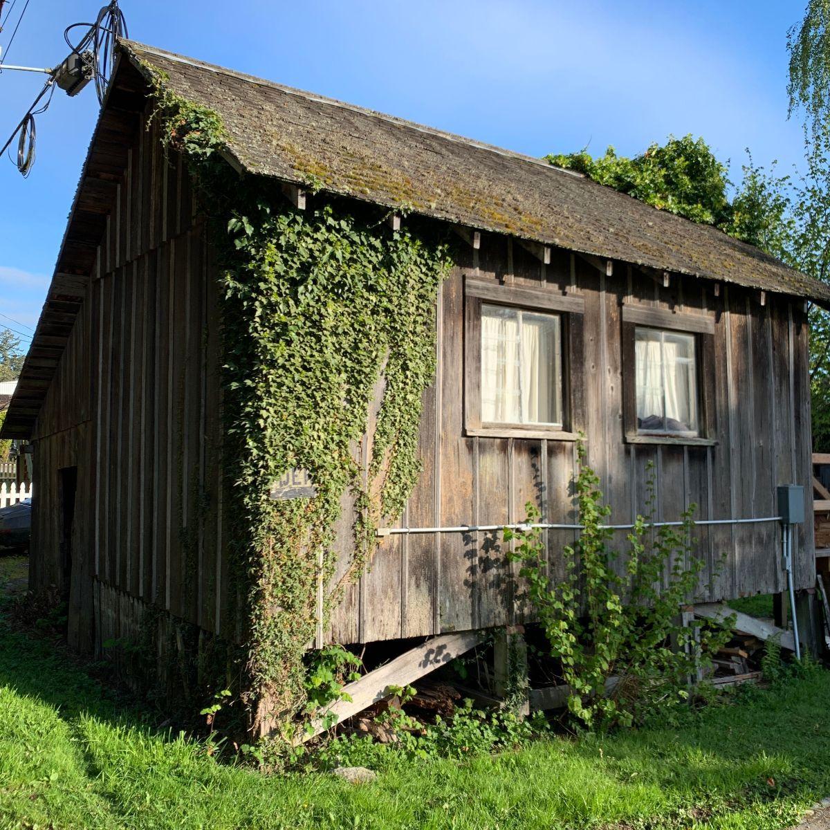Cute Little Old Barn