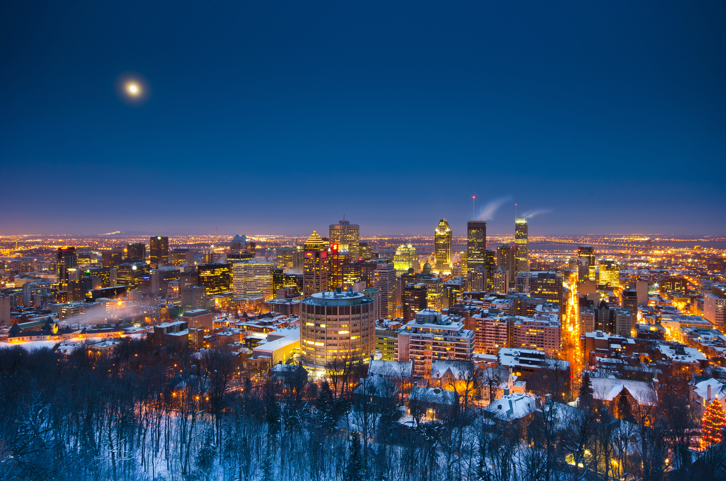 Montreal_WinterMoon.jpg