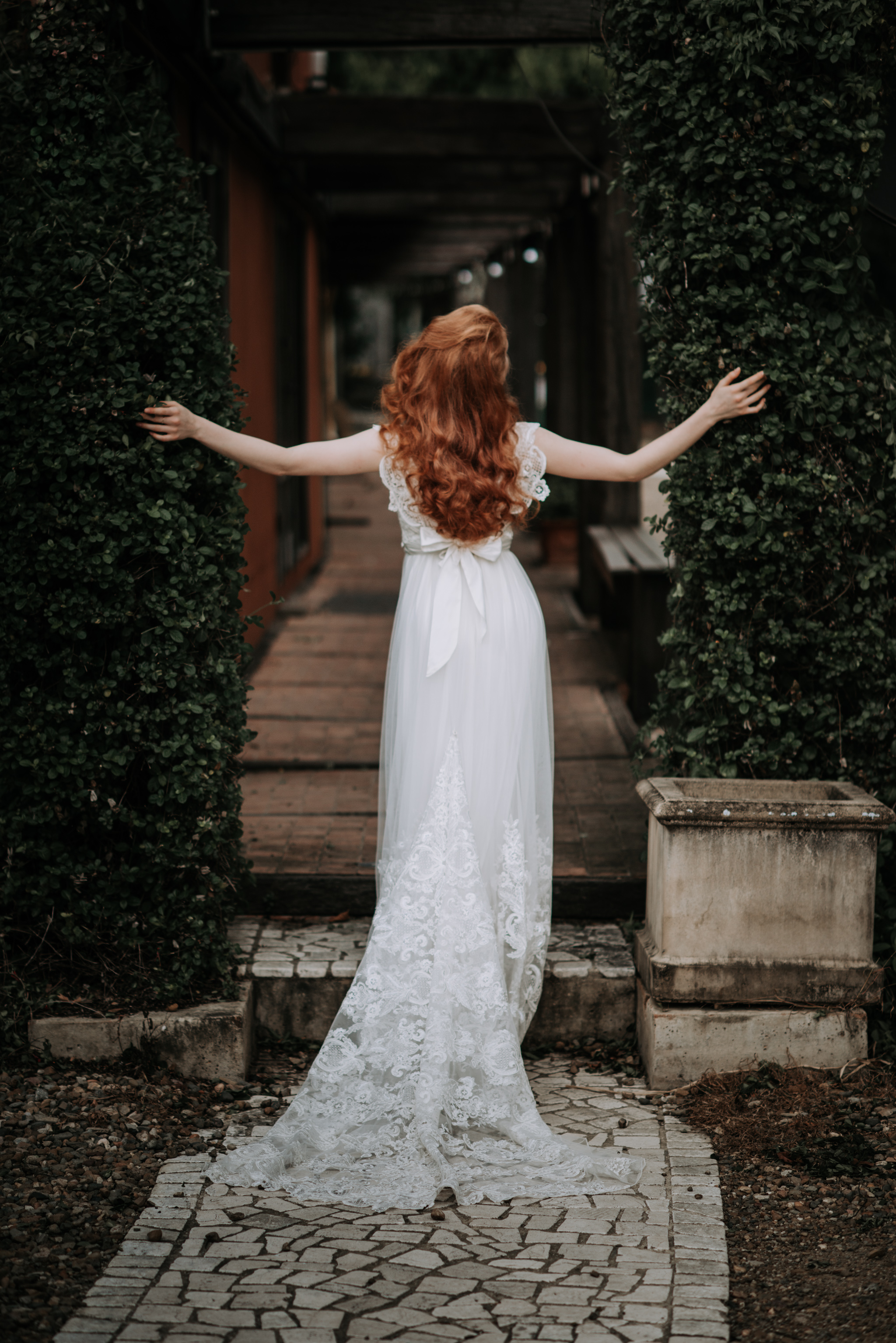 LOVELENSCAPES PHOTOGRAPHY X ANNA CAMPBELL BRIDAL X LEMAE MAKEUP ARTISTRY X BLOOMING LOVELY BOUQUETS X ERIN LIGHTFOOT X LITTLE WHITE COUTURE • 5.jpg