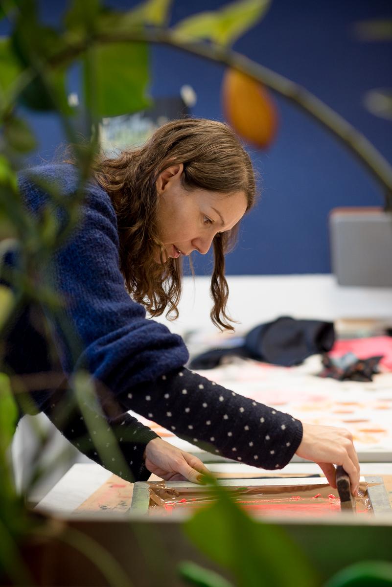 Adeline Meilliez, screen printer - In her studio in Berlin