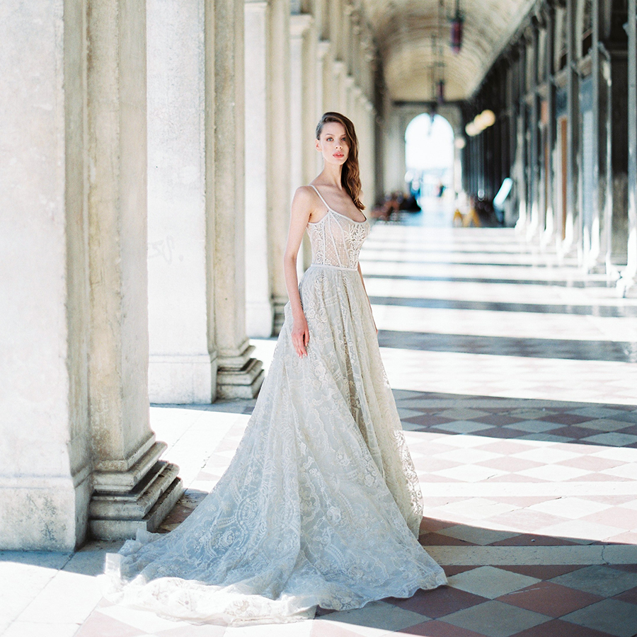 Destination wedding photographer Nastia Vesna in Italy