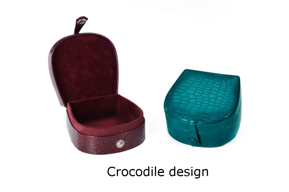 Horseshoe Box with stud Crocodile.jpg