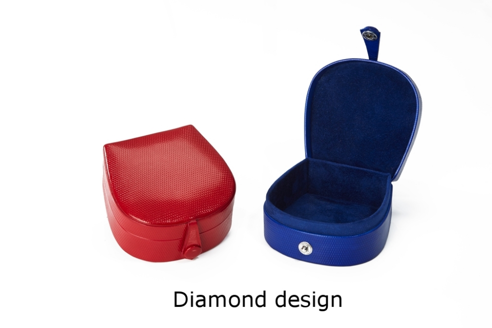 Horseshoe Box with stud Diamond.jpg