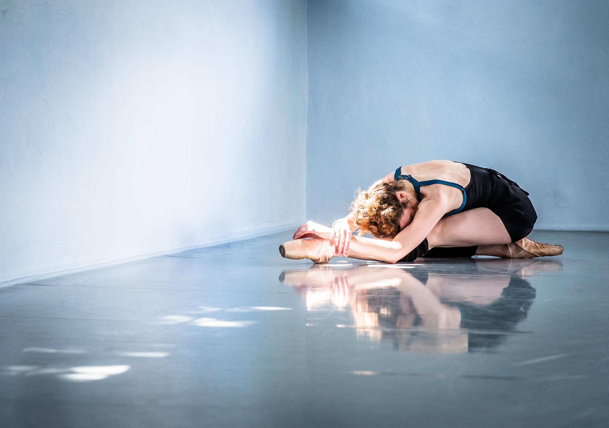 dancerdowna4-1.jpg