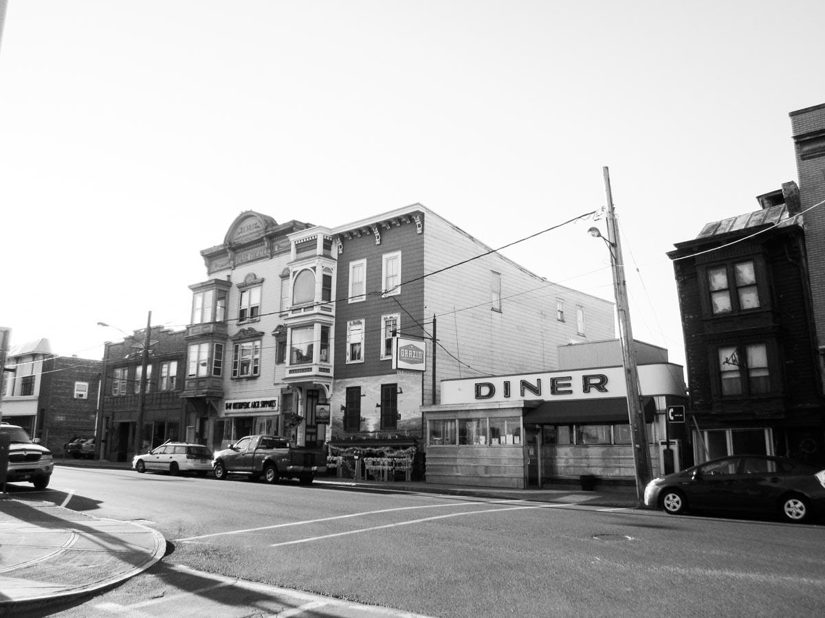 Grazin' Diner | Photo Credit: Doug Kerr [flickr]