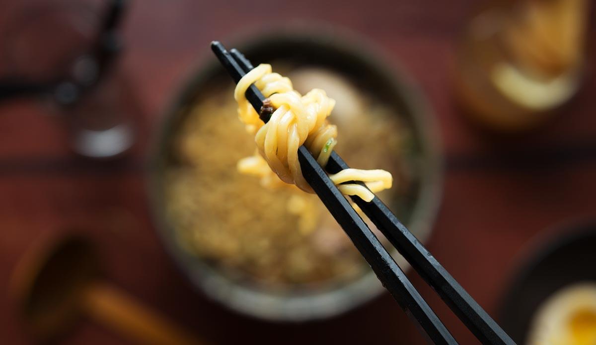 Ichicoro---Ramen---noodle-bokeh-2.jpg