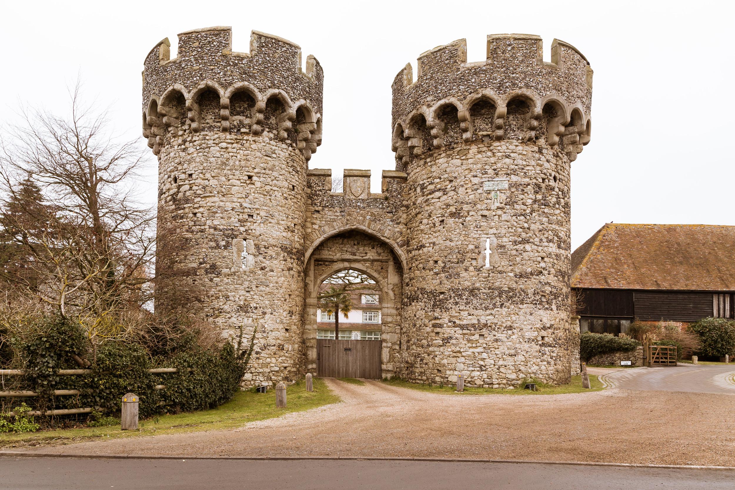 Rob & Nicola - Cooling Castle Barn - Kent - Wedding - Photographer - Edward Solly - Outside1