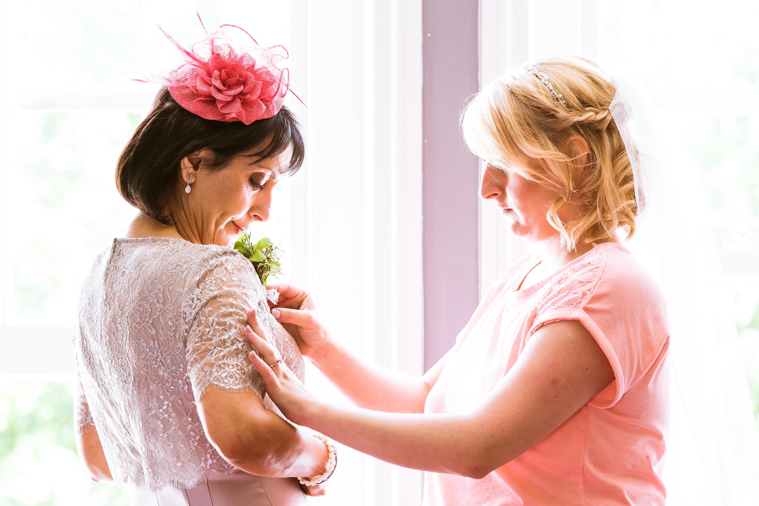 Kent - Wedding – High Rocks - Tunbridge Wells - Katey & Matt– Helping Mum