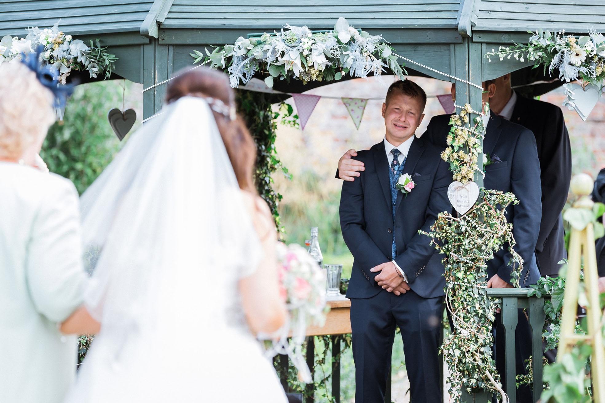 Kent - Wedding – The Secret Garden – Michelle & Sam – The First Look