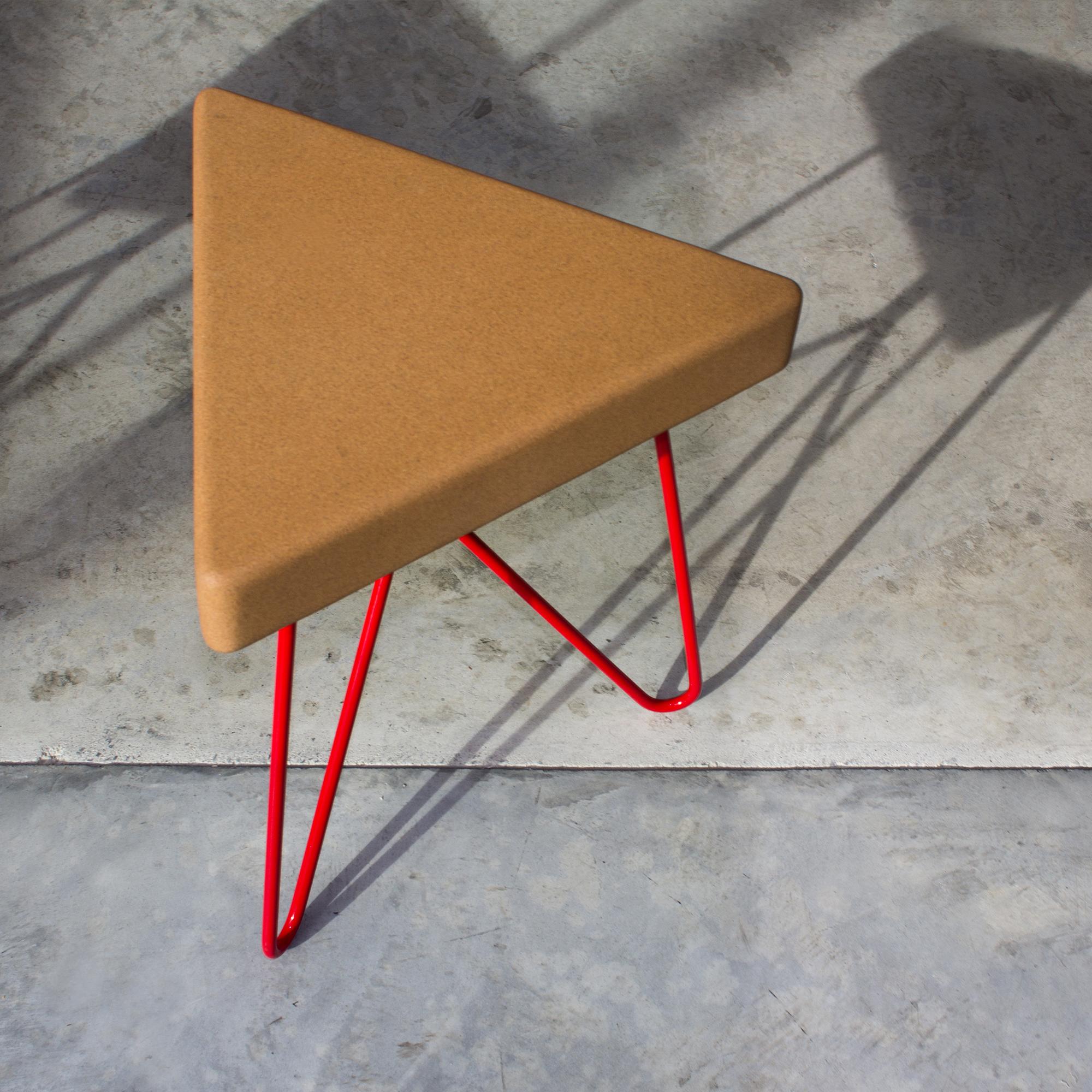 'Três' stool or table - 'Três' stool/table, light cork and red legs. This stool or table is modular and perfect for small homes!Banco/mesa 'Três', cortiça clara e pernas vermelhas. Este banco ou mesa é modular e perfeito para casas pequenas!