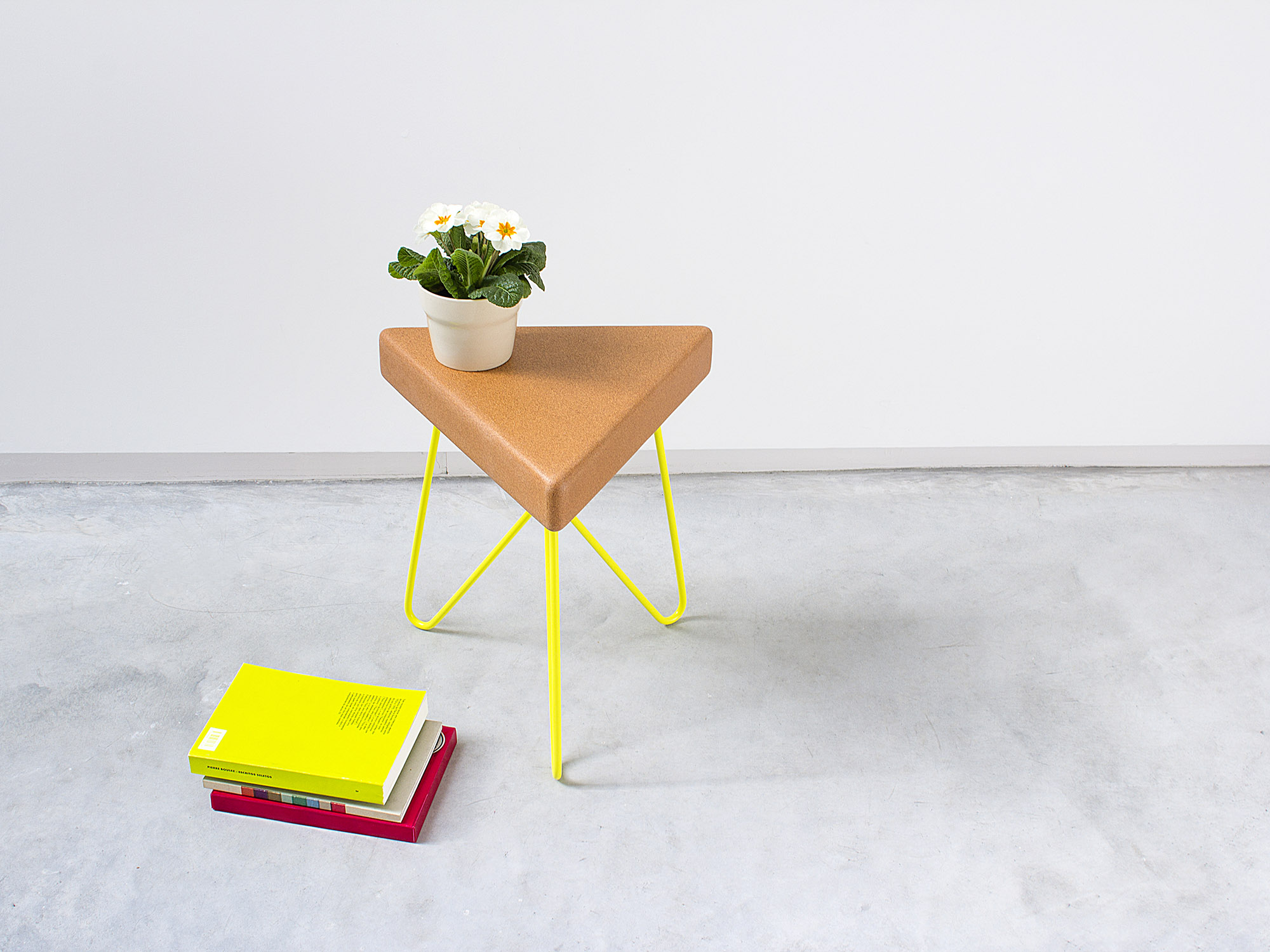 Galula | Três stool or table, light cork and yellow legs