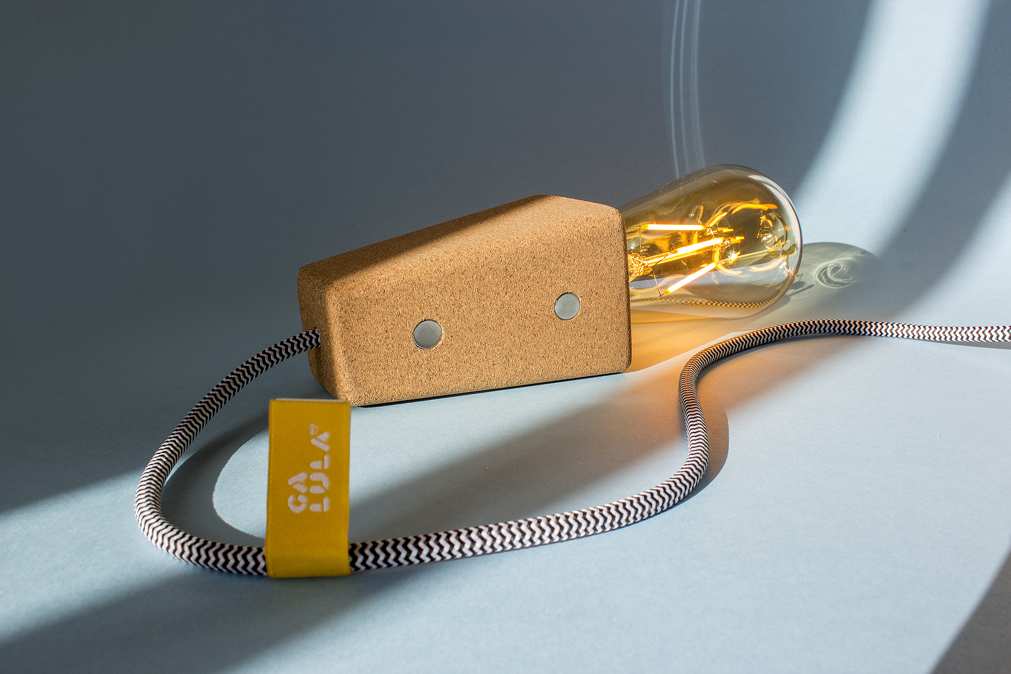 low-Galula-magneto-lamp-amb-05.jpg