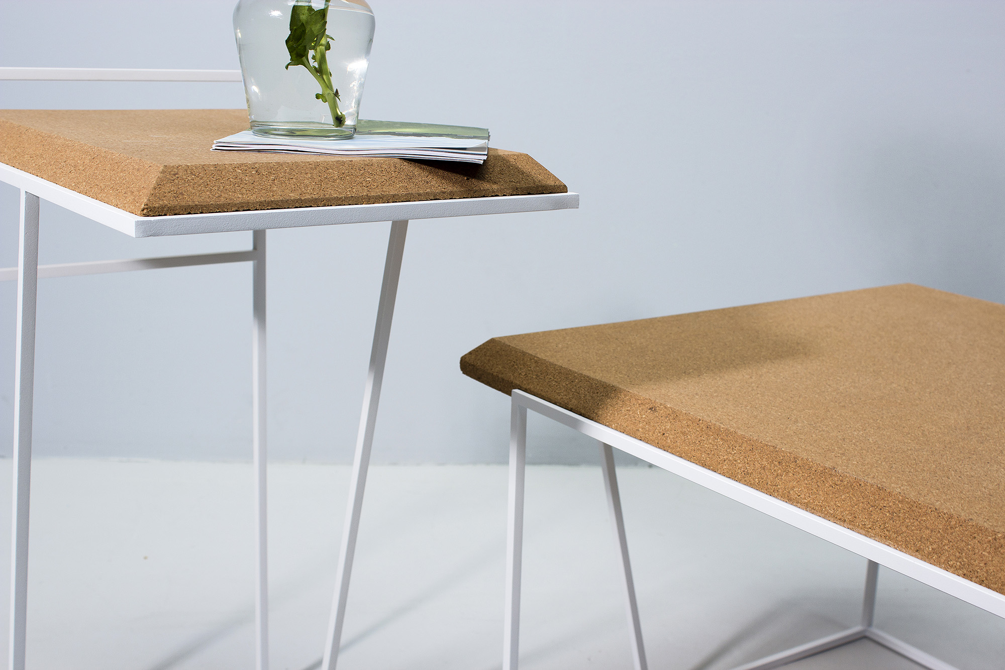 galula-grao-side-table-light-cork-white-amb-2.jpg