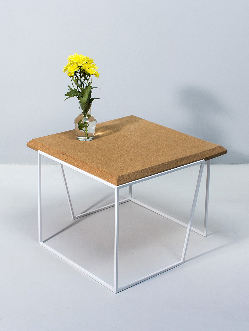 galula-grao-center-table-light-cork-white-amb-1.jpg
