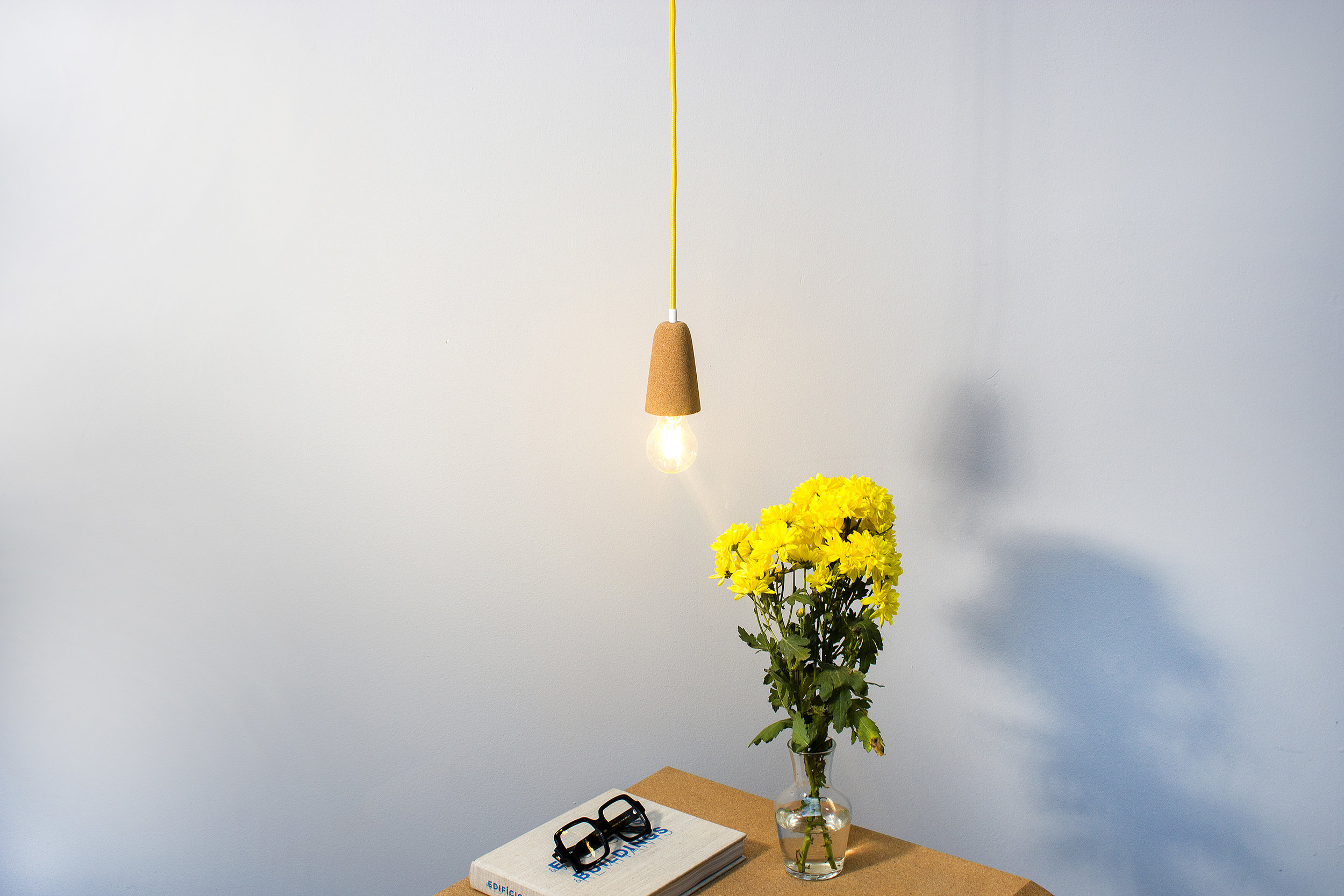 low-Galula-Sininho-lamp-light-cork-yellow-4.jpg