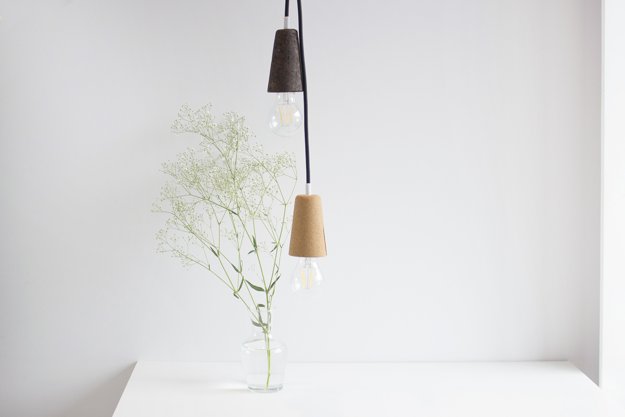 low-Galula-Sininho-lamp-dark-cork-black-4.jpg