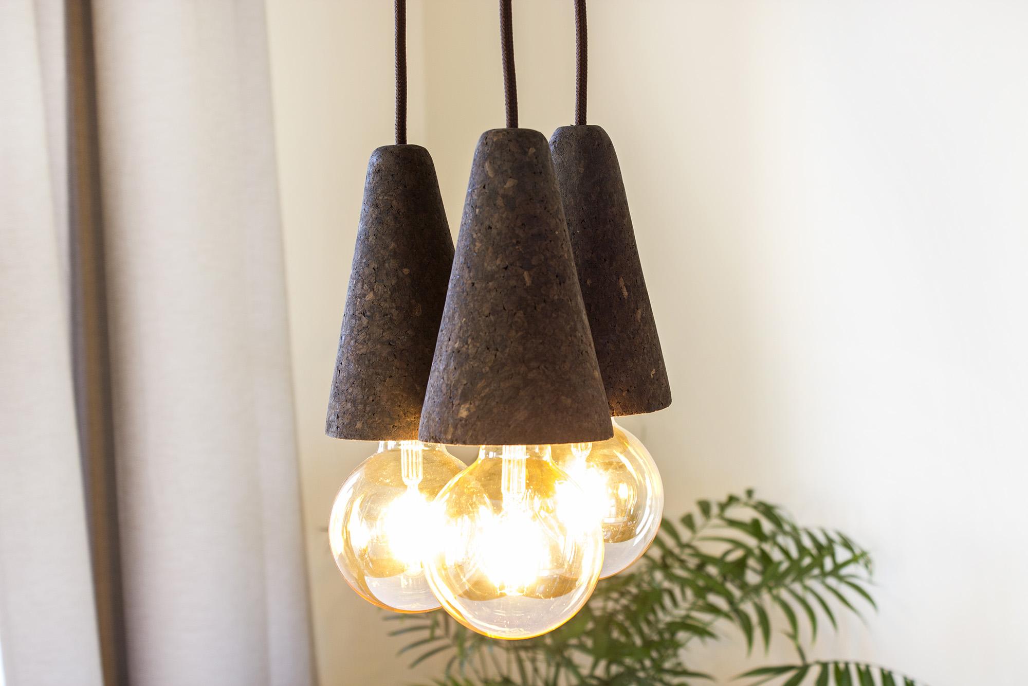 low-Galula-Sino-lamp-dark-cork-triple-amb-4.jpg