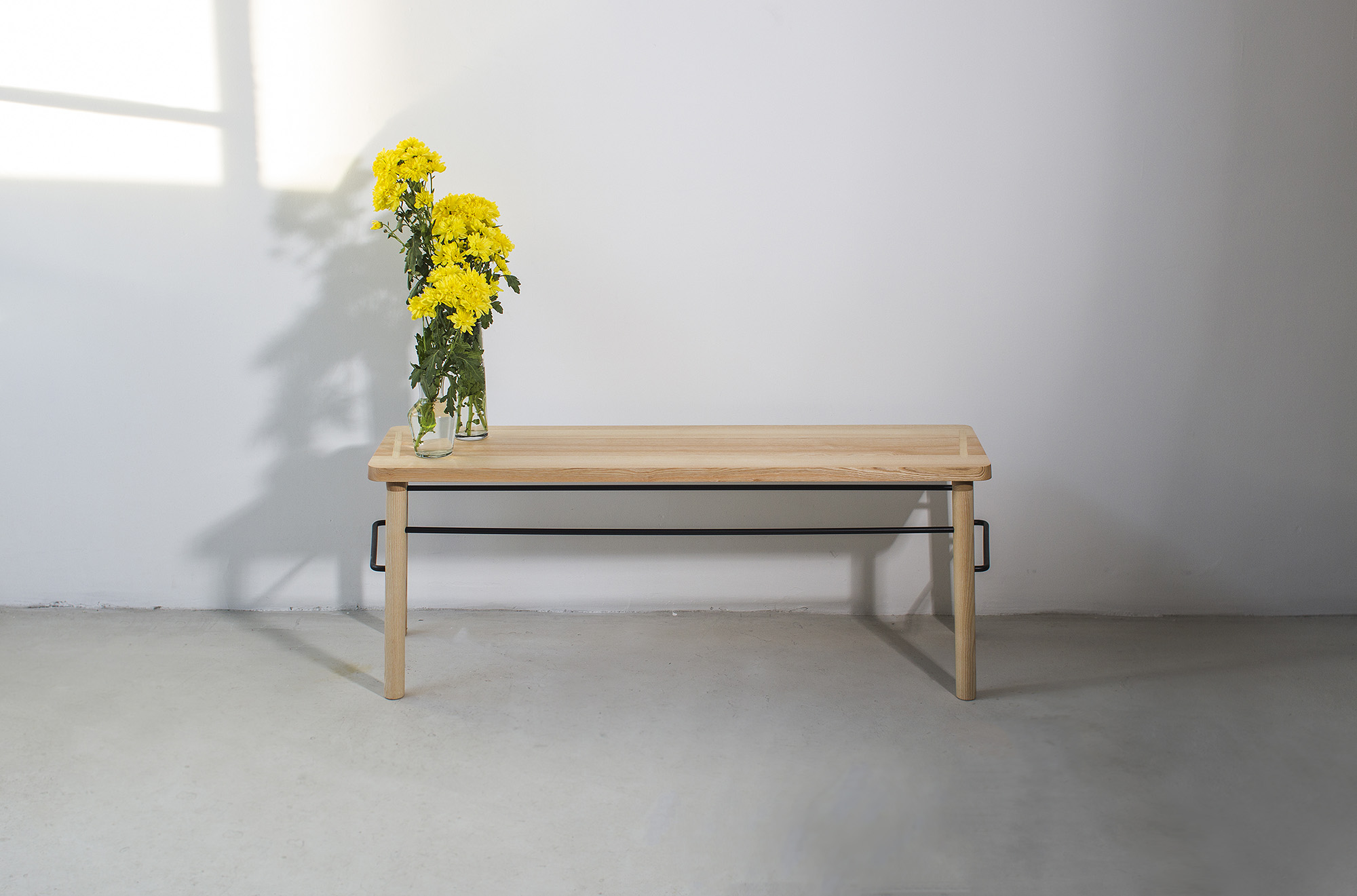low-Galula-taberna-bench-ash-black-amb-1.jpg