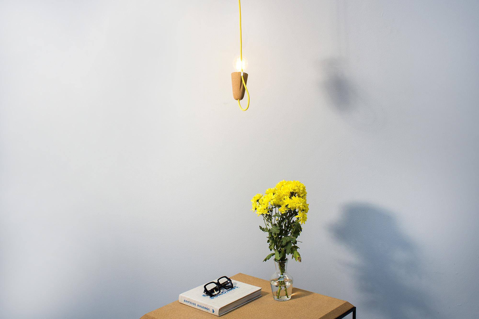low-Galula-Sininho-lamp-light-cork-yellow-5.jpg
