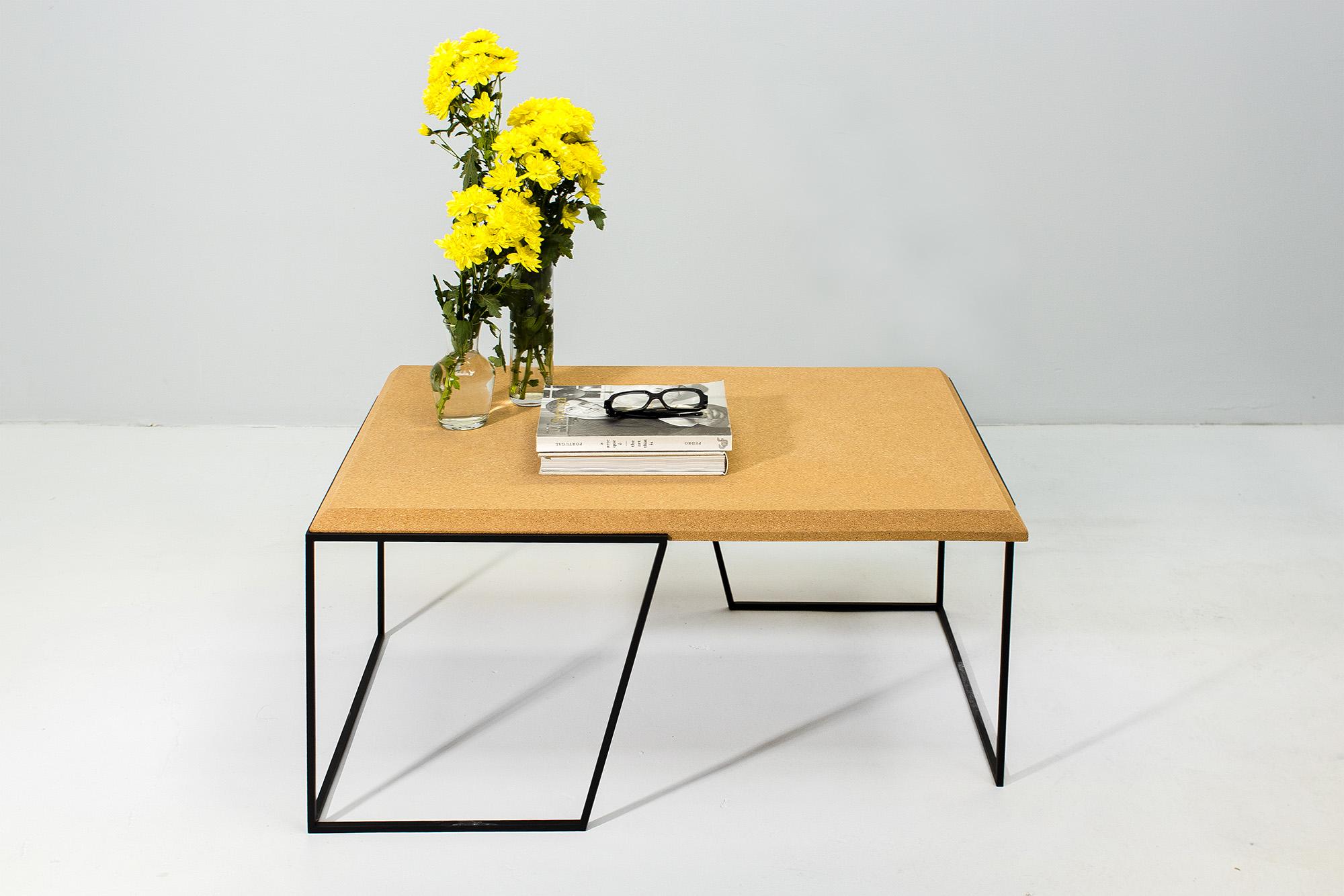 low-Galula-Grão-center-table-1-light-cork-black-03.jpg