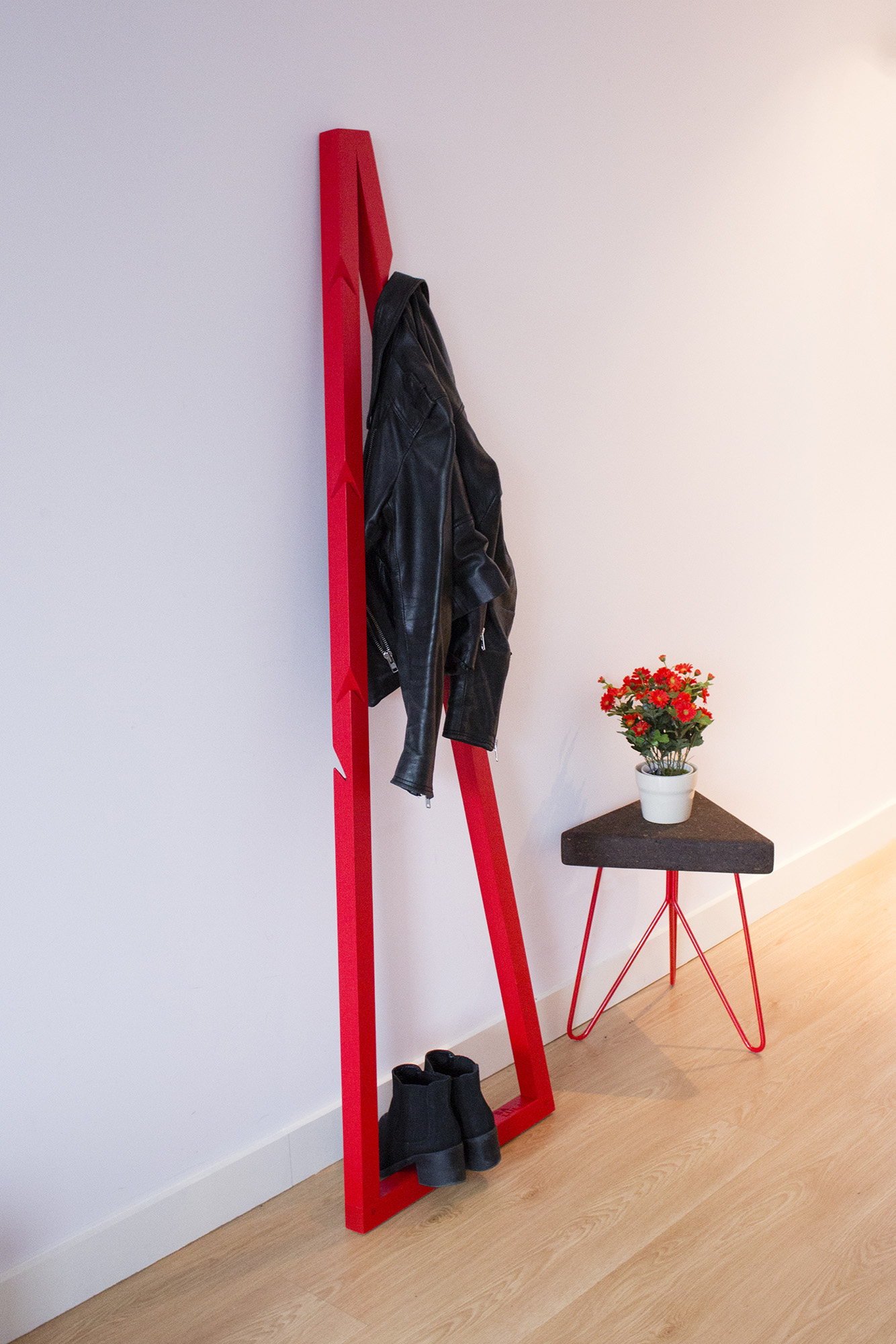 low-Galula-Pendura-CoatStand-red-amb-5.jpg