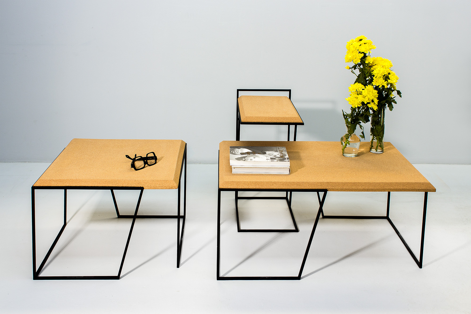 low-Galula-Grão-tables-collection-light-cork-black-10.jpg