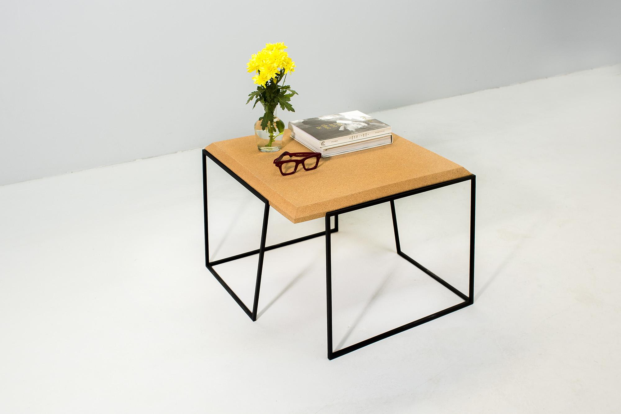 low-Galula-Grão-coffee-table-2-light-cork-black-04.jpg