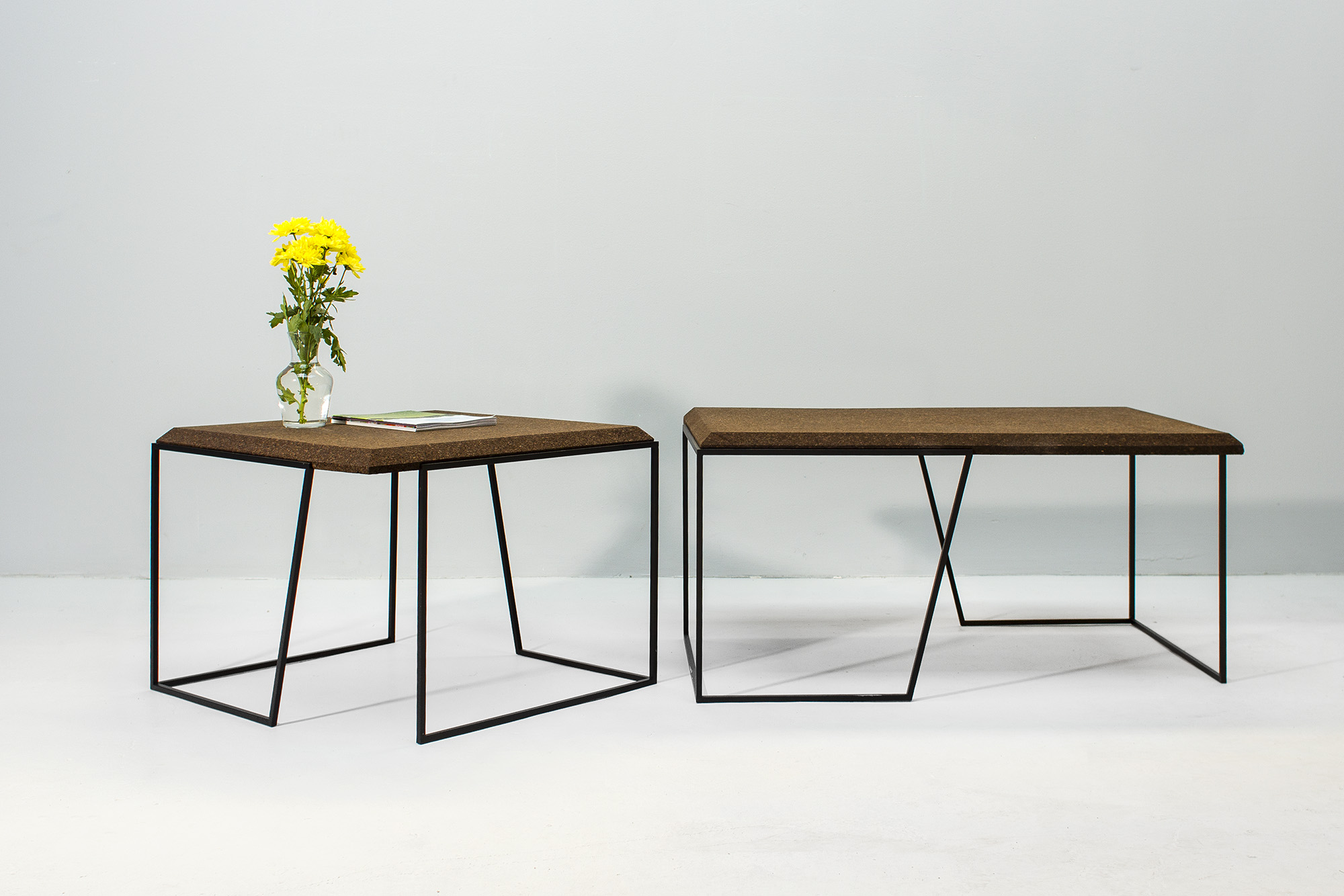 low-Galula-Grão-tables-collection-dark-cork-black-09.jpg