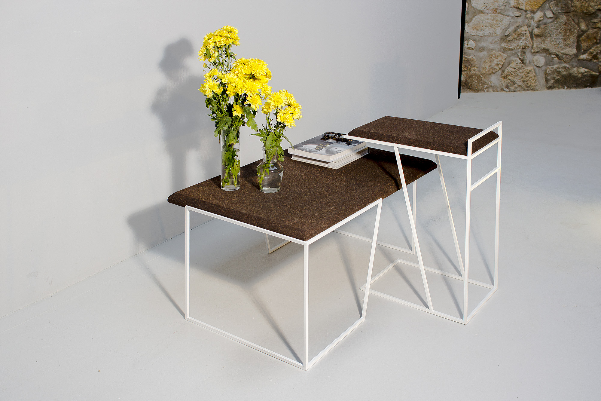 low-Galula-Grão-tables-collection-dark-cork-white-02.jpg