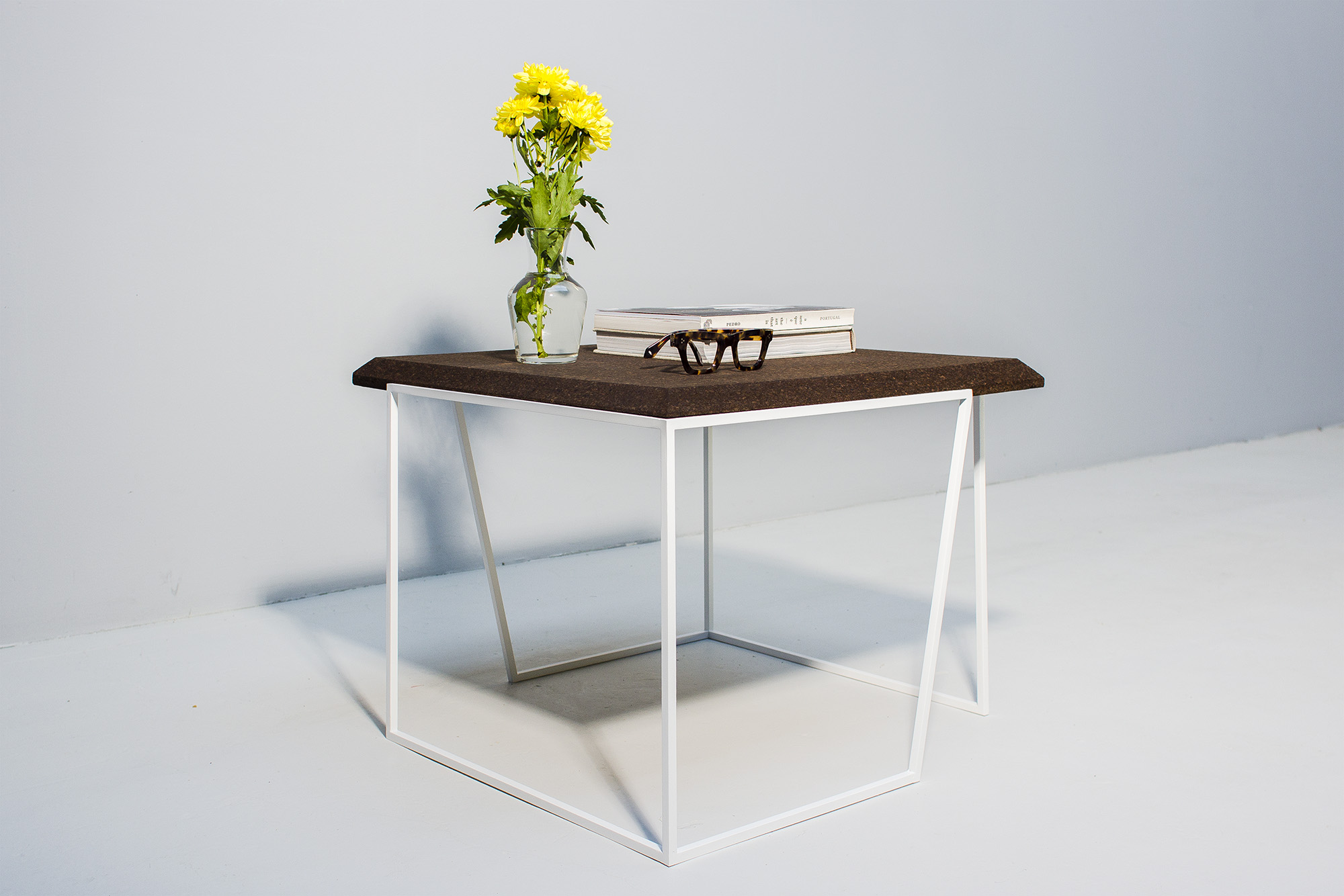 low-Galula-Grão-coffee-table-2-dark-cork-white-10.jpg