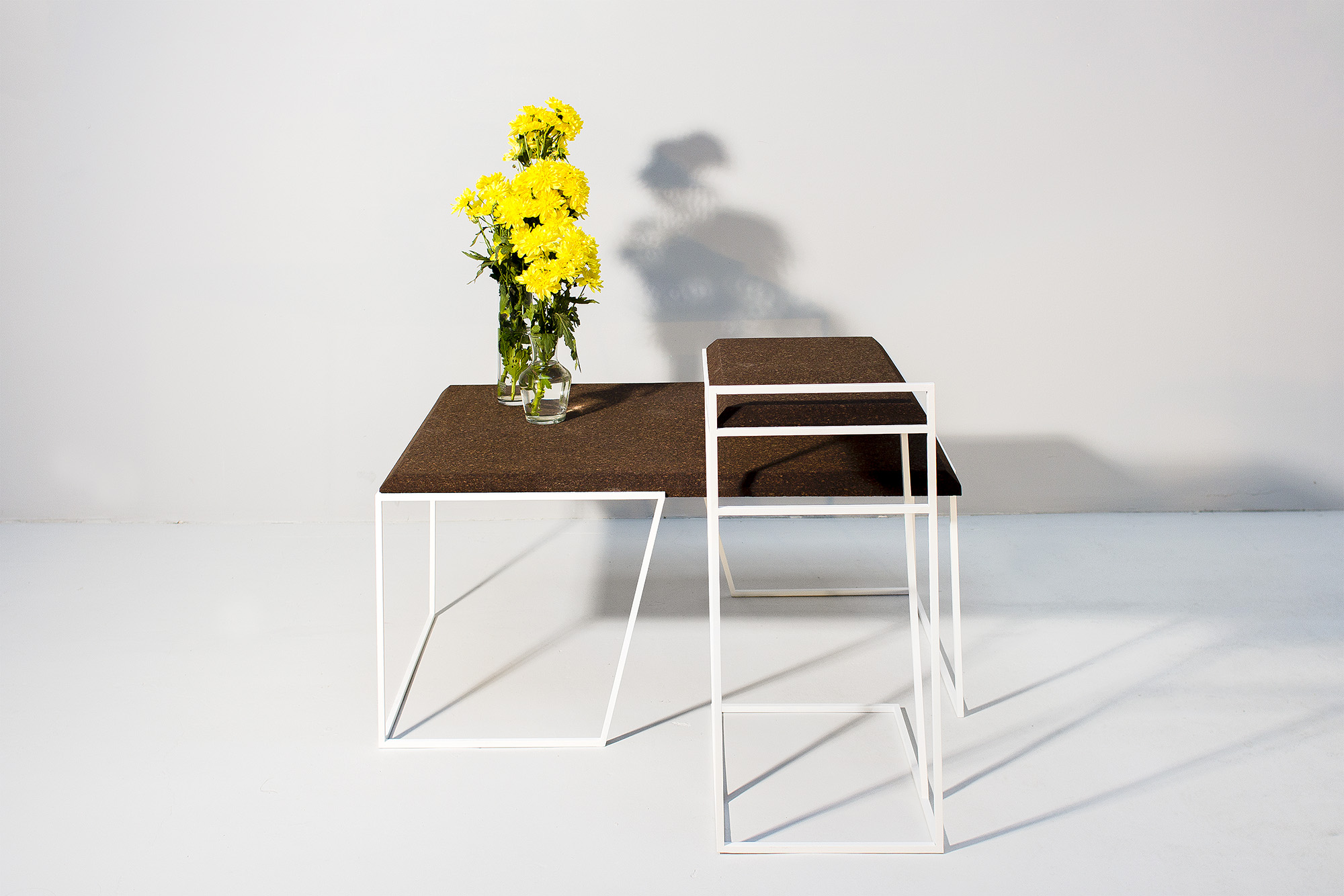 low-Galula-Grão-tables-collection-dark-cork-white-01.jpg