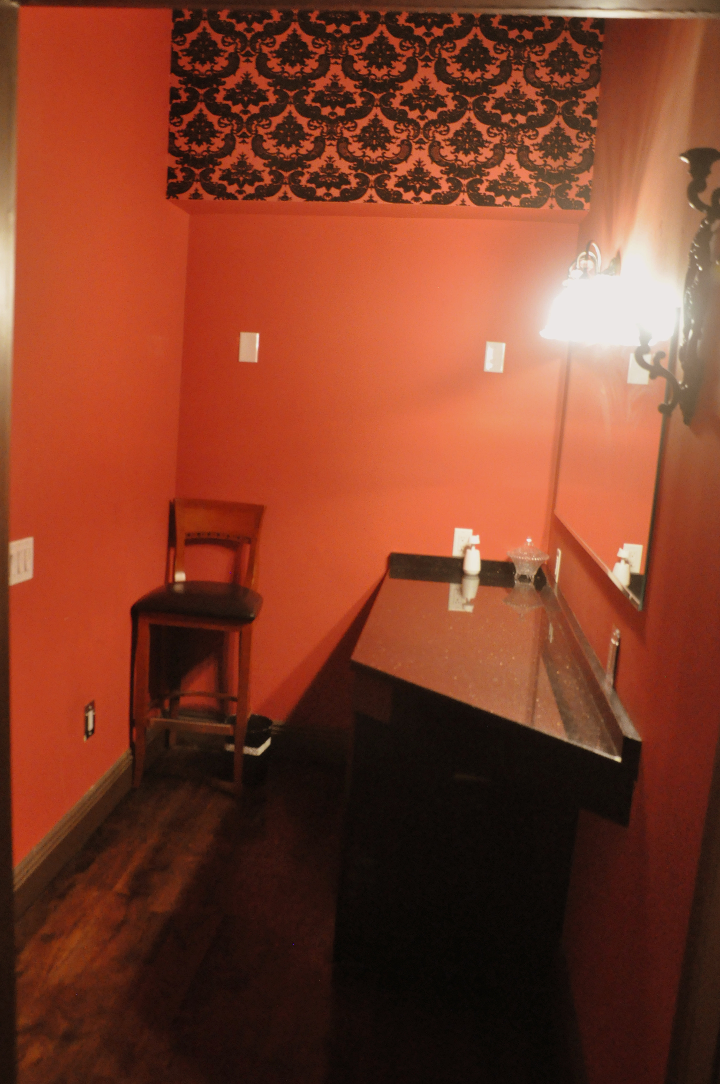 (girls) Entry Bathroom .JPG