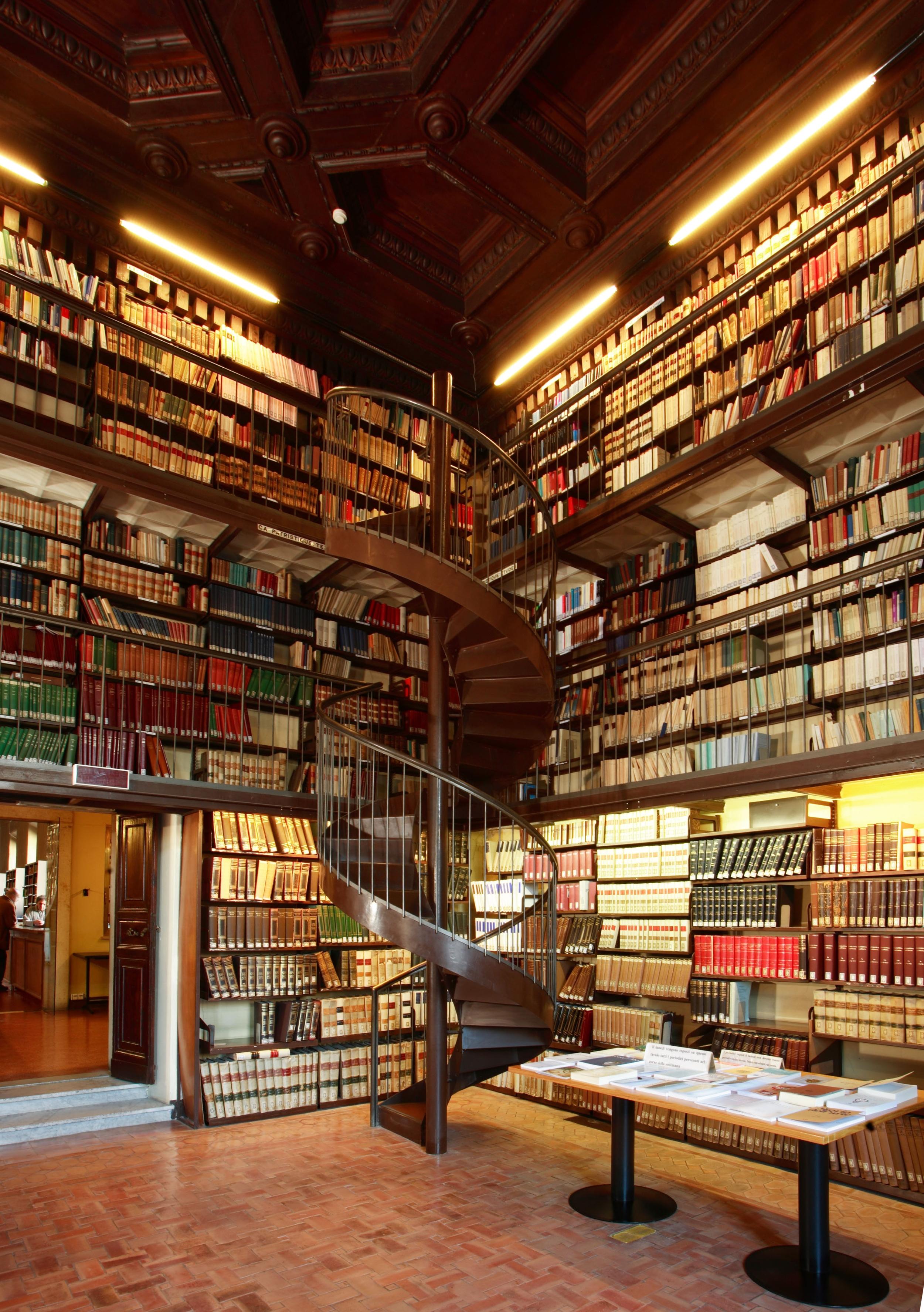 Ambiente della biblioteca dell'EFR