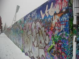 Berlin Wall (by wikimedia.commons)