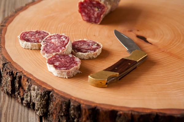Wood Slice Serving Board Photo from Man Made DIY © Man Made DIY