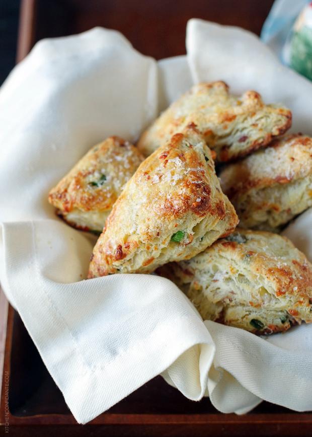 Savory Scones with gruyere and prosciutto Recipe + photo via:   Kitchen Confidante