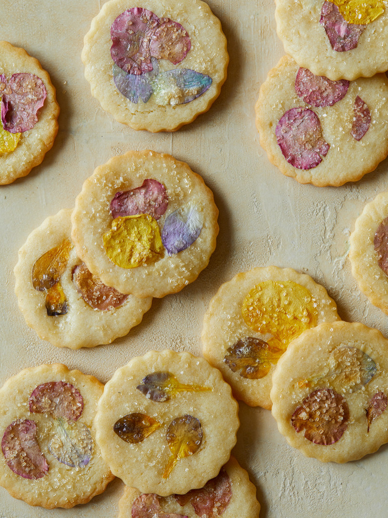 Sweet, simple and pretty of course. Flower pressed butter cookies Recipe + photo via:  Spoon Fork Bacon