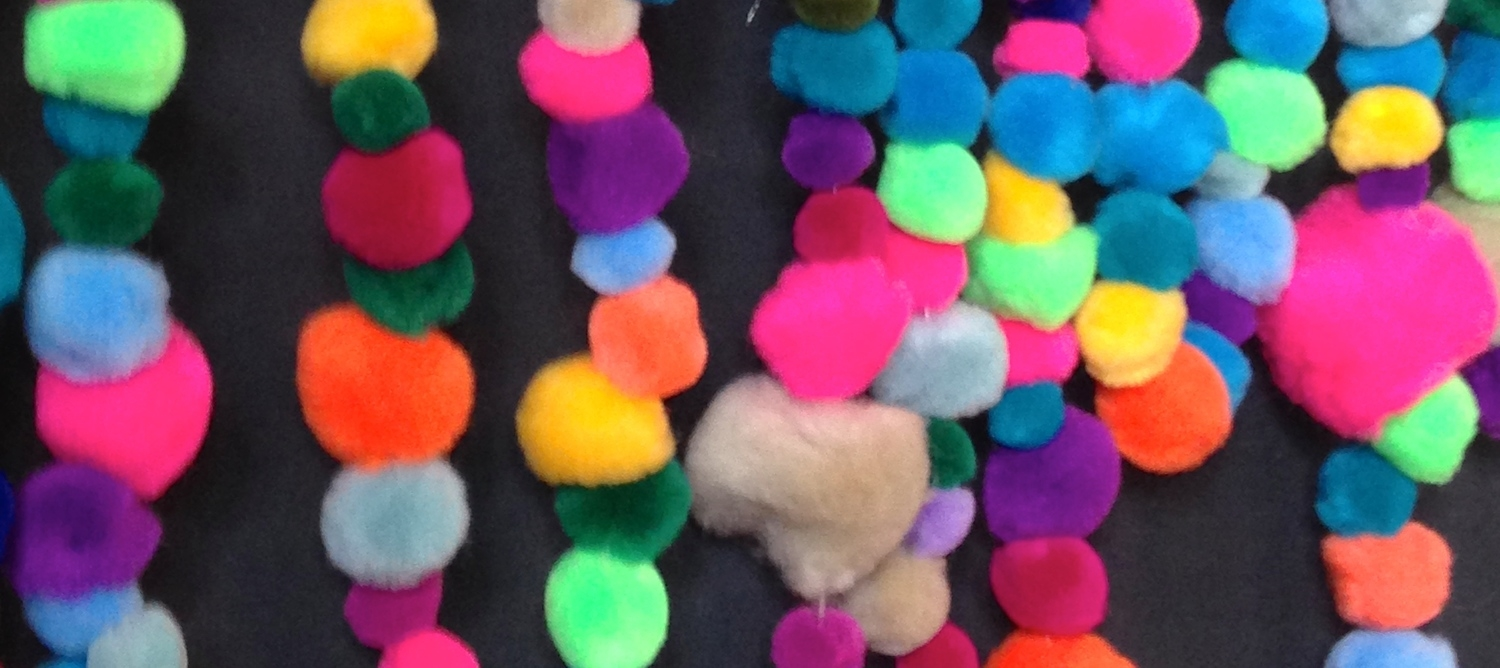 Take a look at this colorful and inexpensive DIY for the holiday season!