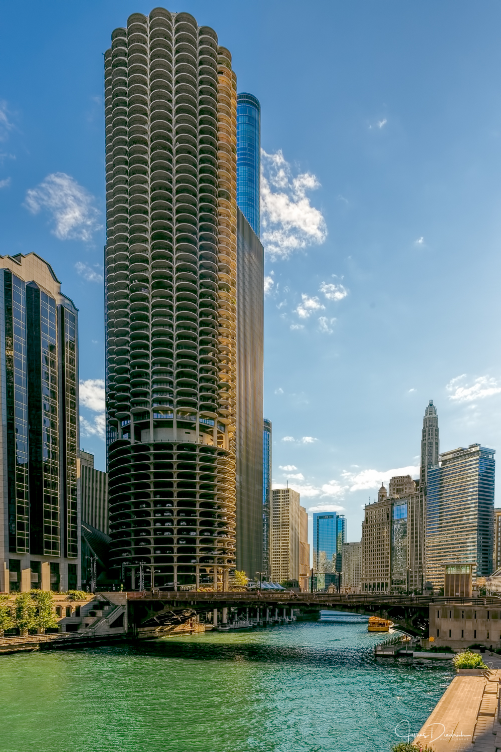 A walk along the Chicago River. This picture is taken from Wacker.