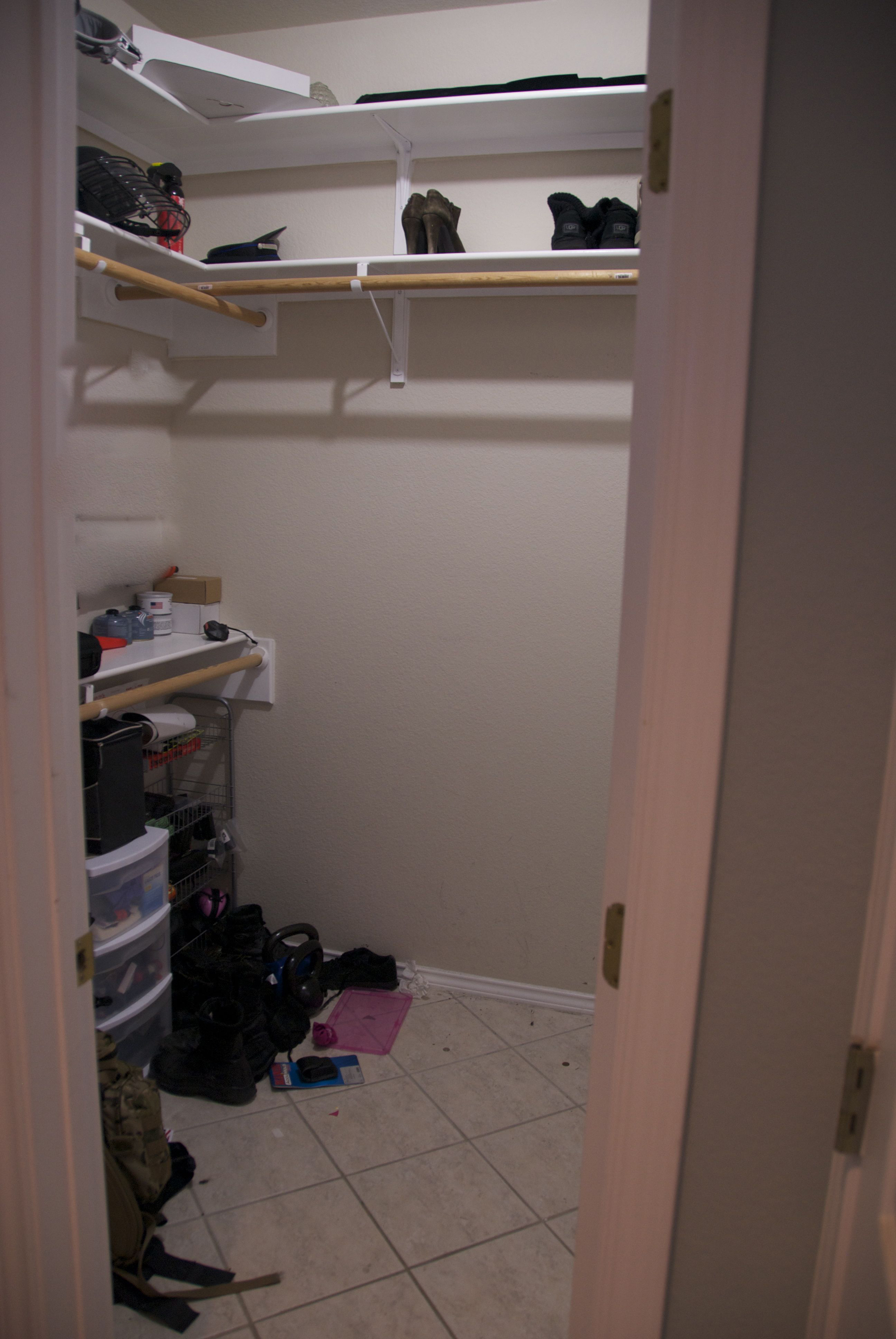Builder Basic Closet - The Hubs side