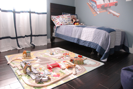 Play mat and bed.