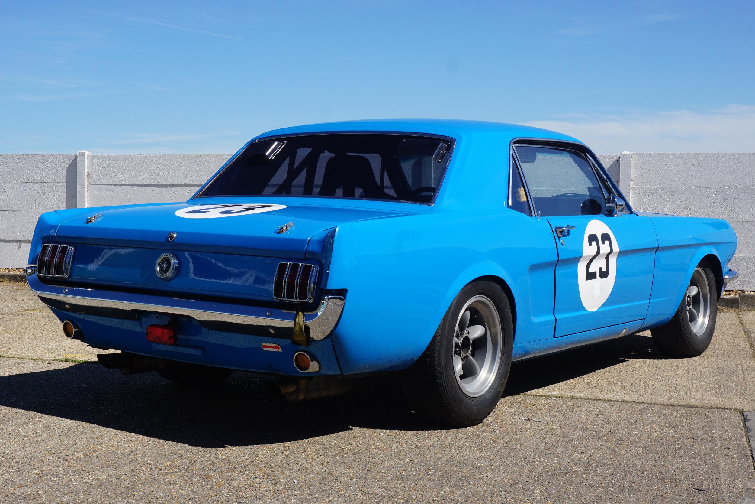 Blue-Mustang-03.jpg